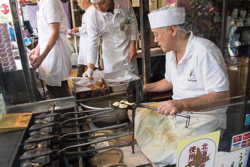 things to do at asakusa - ningyo yaki